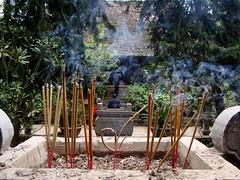Incense Burning, Chùa Thầy, Quốc Oai, Hanoi (чãvìnkωhỉtз) Tags: temple smoke sony vietnam hanoi buddhisttemple incense 2010 việtnam chùa chùathầy hànội chuathay huyện dscw130 quốcoai sàisơn quocoai thiênphúctự thienphuctu masterspagoda gavinkwhite