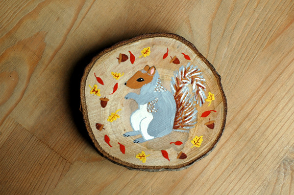 gray squirrel wood slice 72
