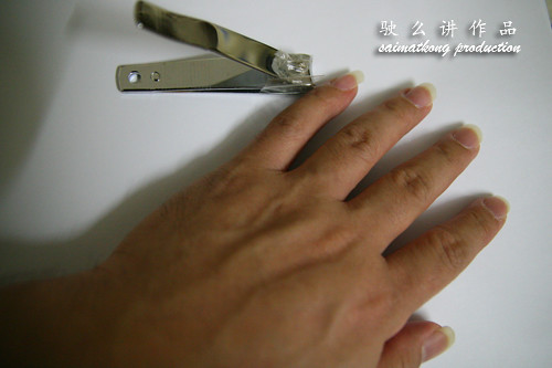 How to cut fingernail in a creative way