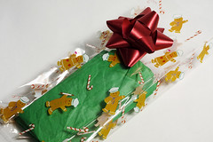 wrapper (Benny2006) Tags: bear red color green ribbon wrapper candywrapper