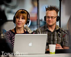 "Sarah Lane and Brian ""Shwood"" Brushwood @ CES 2011 (_Topher_) Tags: lasvegas nevada saturday twit ces sarahlane lasvegasconventioncenter twitarmy brianbrushwood consumerelectronicshow shwood twitnetwork ces2011 topherpettitphotography consumerelectronicshow2011 techguyradio"