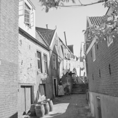 Was aan de lijn in armoedig Volendam / Laundry: clothesline in poor neighborhood in Volendam, Holland (Nationaal Archief) Tags: poverty holland netherlands was nederland laundry shade clothesline schaduw 1959 volendam drogen waslijn armoede