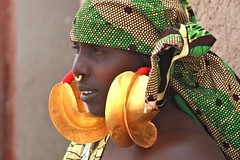 Senossa (Ferdinand Reus) Tags: africa woman girl nose gold traditional earring jewelry ring mali djenne mopti afrique fulani sahel peul fula senossa