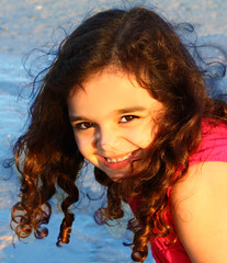 (Hazel Eyes ) Tags: family blue water girl smile canon hair dubai sara background palm curly cousin jumairah gils portriait