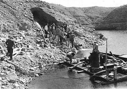 1935-00-00 Temple Bar Mining Company gold sluicing at Temple Bar