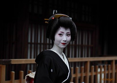 emotion (Kyoto_images) Tags: portrait woman beautiful smile japan 50mm kyoto emotion bokeh maiko geiko geisha kimono gion japon katsura erikae 舞妓 芸子 祇園甲部 mamehana 豆はな feelingscolour kyotoeyes