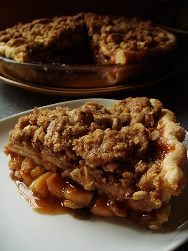 Spiced Apple Cranberry Crumb Pie