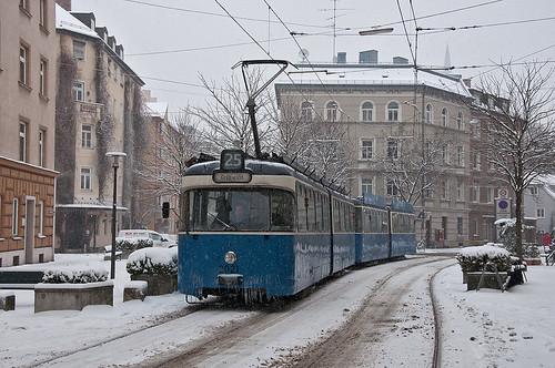 Wagen 2021 befährt in der Steinstraße die Fußgängerzone