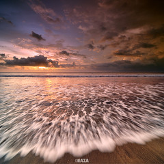 There is no deadline but only beach line - Kuta Bali (naza.carraro) Tags: sunset bali holiday tourism beach beautiful indonesia island sand paradise waves indonesian garuda kuta airasia naza baliness vertorama beautifulbali naza1715 nazarudinwijee