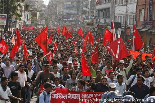 demonstrations-favor-the-firing-of-military-chief-nepal