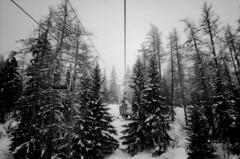 Telesiege (boklm) Tags: winter blackandwhite bw snow ski mountains alps montagne alpes landscape blackwhite noiretblanc olympus nb xa olympusxa noirblanc maurienne foma vanoise fomapan valcenis fomapan400 valcenis201003