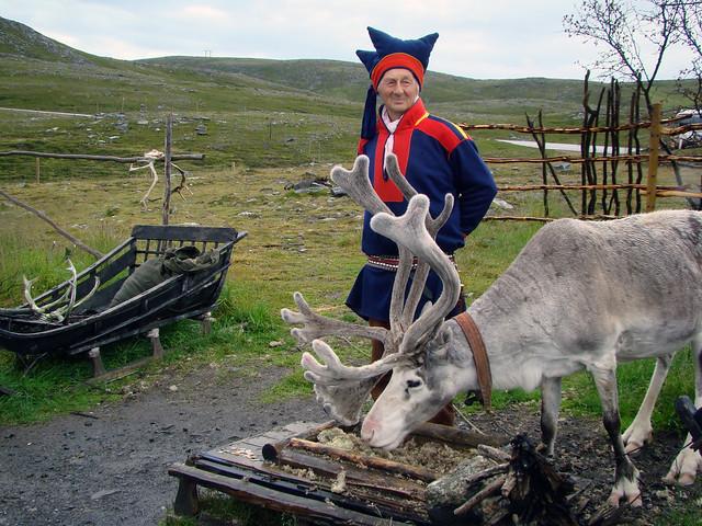 DSC07819 Saami and reindeer