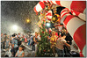 Singapore Orchard Road: merry christmas : Snowing in Singapore?? (fiftymm99) Tags: christmas people snow tree singapore candy orchard celebration tanglinmall tanglin dedicatedphoto nikond300 fiftymm99 gettyimagessingaporeq1