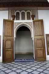 puerta de palacio (chema_santander) Tags: africa door canon puerta gate palace morocco maroc bahia marrakech palais marrakesh marruecos palacio elbahia