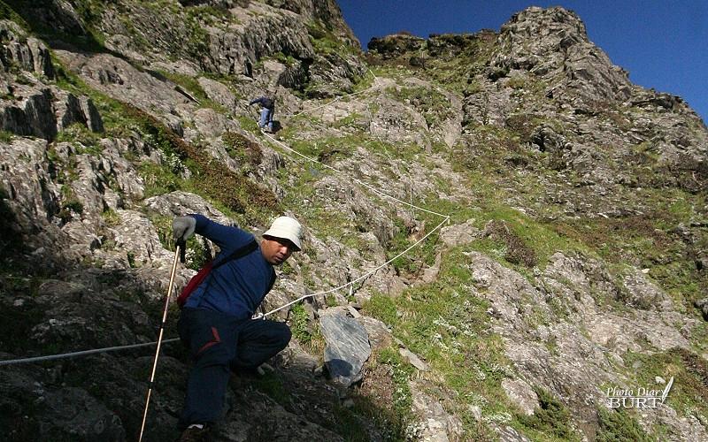 奇萊北峰陡直的山徑