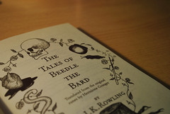 (begoa ml.) Tags: madrid espaa book spain libro nikkor jkrowling hermionegranger 2011 nikond60 thetalesofbeedlethebard