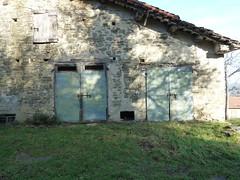P1000213 (gzammarchi) Tags: casa italia natura campagna porta pietra paesaggio collina metallo camminata itinerario castagnara piancaldoli firenzuolafi