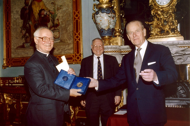 John Polkinghorne Receives the 2002 Templeton Prize