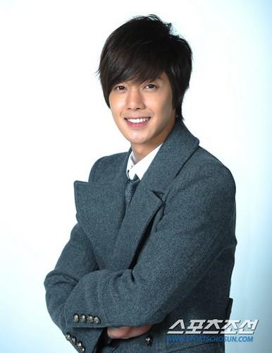 """Kim Hyun Joong """"Eaten Rice Cake Soup, 1 Drama 2 Album [03.01.11]"""