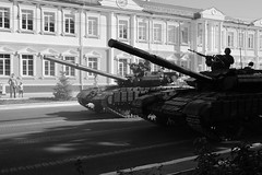 Tanks on the street (eugene-r) Tags: canon canoneos40d canonefs24mmf28stm bw tanks street