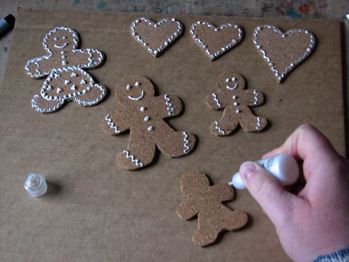 25 Days of Hand Crafted Gifts & Orn - Cork Gingerbread Garland 006