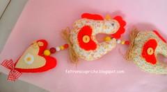 Galinhas... (F Eccel- Feltro no capricho) Tags: chickens country felt corao enfeites feltro patchwork decorao cozinha tecido mbile galinhas ornamento cocs fiodegalinhas
