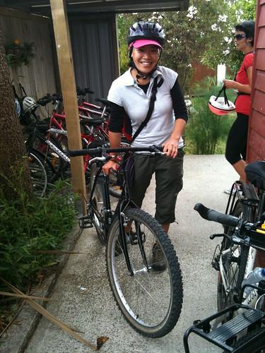 サイクリングから帰ってきたアキナさん