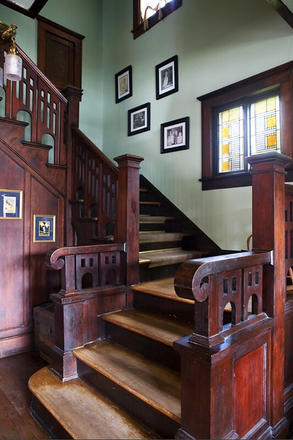bungalow_darkcornerstaircase