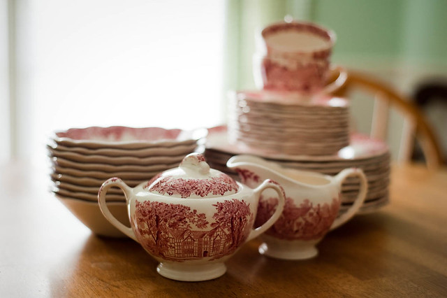 Red and White Dish Set