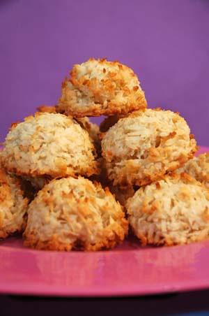 desserts_coconut_macaroons_300x450
