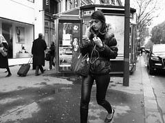 (anw.fr) Tags: street city blackandwhite bw music woman paris france leather fashion haussmann ipod pants legs femme iii streetphotography style nb mp3 trendy capitale tight rue mode grdigital ricoh ville parisian pantalon parisienne cuir grd moulant grd3 grdiii