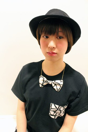 QOS anagram Print  Ribon neck-less and Pocket T - Yui