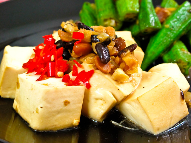 IMG_1198 豆腐 ,豆豉和豆瓣酱,蒜米+辣椒