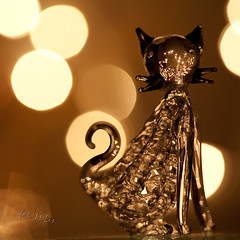Glass menagerie (Michał Lis) Tags: macro glass closeup cat golden bokeh iso 5d figurine 50 100mm28usm tripoded