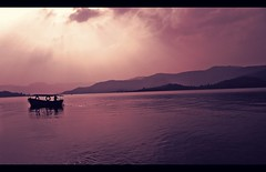 Sail Away... (D a r s h i) Tags: mountains evening boat sail koyna bamnoli tapola watersunrays