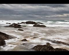 II parte de una tarde de domingo.... con fro (Leonorgb) Tags: costa beach water canon agua leo playa nubes seda rocas cantabria tagle nd8 ubiarco playadelsable