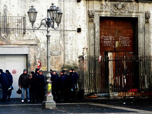 """Sgomberati gli spazi occupati """"Fanon"""" e """"Zero81"""" nel centro storico di Napoli"""