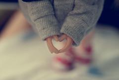 Licca Body LOVE ♥ (Bruna Lacrout ☆) Tags: hands doll heart bokeh alice coração blythe cinza mãos ♥ rbl rubyred wiwi liccabody primadolly winsomewillow pdww sonya230