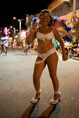 Las Llamadas | Carnaval 2011 | 110204-0902-jikatu (jikatu) Tags: carnival canon uruguay drums dance african desfile carnaval montevideo palermo baile rhythm ritmo tradicion imm candombe tambores comparsa llamadas barriosur thecalls canon5dmkii jikatu baikovicius barriosurypalermo
