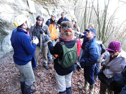 Quelques explications de Christian avant de rentrer dans la grotte Banges 003