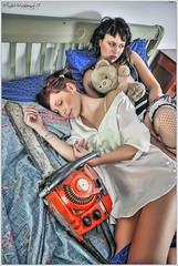 ...do you dream of me? (L e l e) Tags: girls bed dream chainsaw donne hdr letto lele peluches sogno orsacchiotto womans ragazze photomatix motosega raffaelepreti