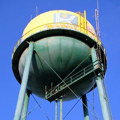 Abandoned Packing House (Burnt Umber) Tags: urban verde green abandoned industry yellow agua tank steel watertower explore citrus derelict ue urbex tora flurbex