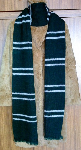 Knitting Pattern For Gryffindor Scarf : Harry Potter Slytherin House scarf (screen-accurate ...