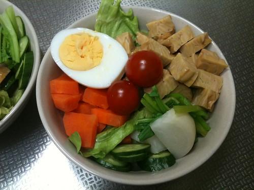 朝食サラダ(2011/2/22): ゆでたまご付き!