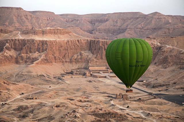 エジプト旅行 ルクソール 気球から見たハトシェプスト女王葬祭殿