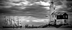 vuurtoren / lighthouse Marken (Holland) (photos2notice) Tags: sea lighthouse holland water zee vuurtoren sailer zeilschip paardvanmarken horseofmarken