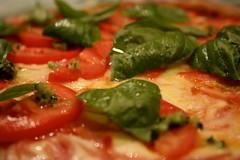 daddys pizza (Chica lunar...) Tags: tomato buenos aires pizza queso garlic tomate mozzarella naan ajo perejil alb