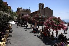 Taormina square (Guido Havelaar) Tags: italien italia taormina 意大利 bellaitalia италия italiantourism italiaturismo turismoitaliano