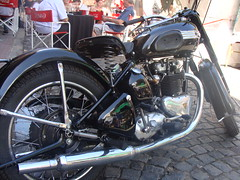 triumph (elguamo.com) Tags: girls friends party boys bike buenosaires motorcycle thunderbird clasic 6t