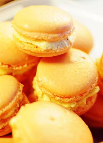 orangevanilla-macarons